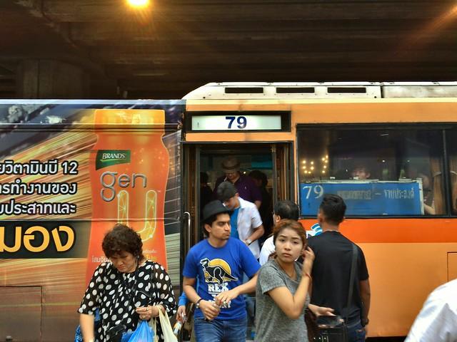 タリンチャン水上マーケットとバンコク市内を結ぶバス