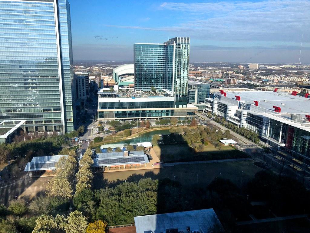 Hilton Americas-Houston Pool and Gym 3