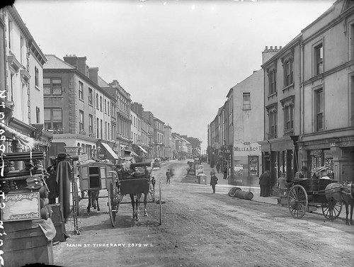 robertfrench williamlawrence lawrencecollection lawrencephotographicstudio thelawrencephotographcollection glassnegative nationallibraryofireland tipperarytown cotipperary ireland mainstreet shops carts deliveries produce merchandise display people tipperarycountytipperary