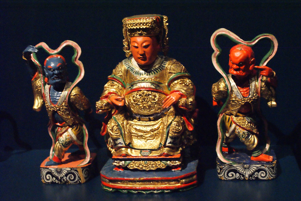 Divinités chinoises dans la partie dédiée aux croyances et aux origines dans le musée des Confluences à Lyon.