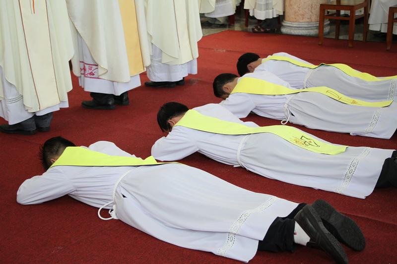 Thánh Lễ Truyền Chức Linh Mục Giáo Phận Qui Nhơn - Ảnh minh hoạ 56
