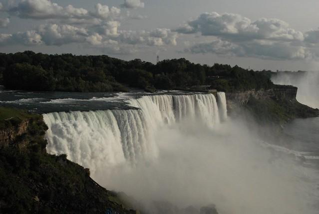 falls with clouds, Nikon D200, AF Zoom-Nikkor 28-80mm f/3.5-5.6D
