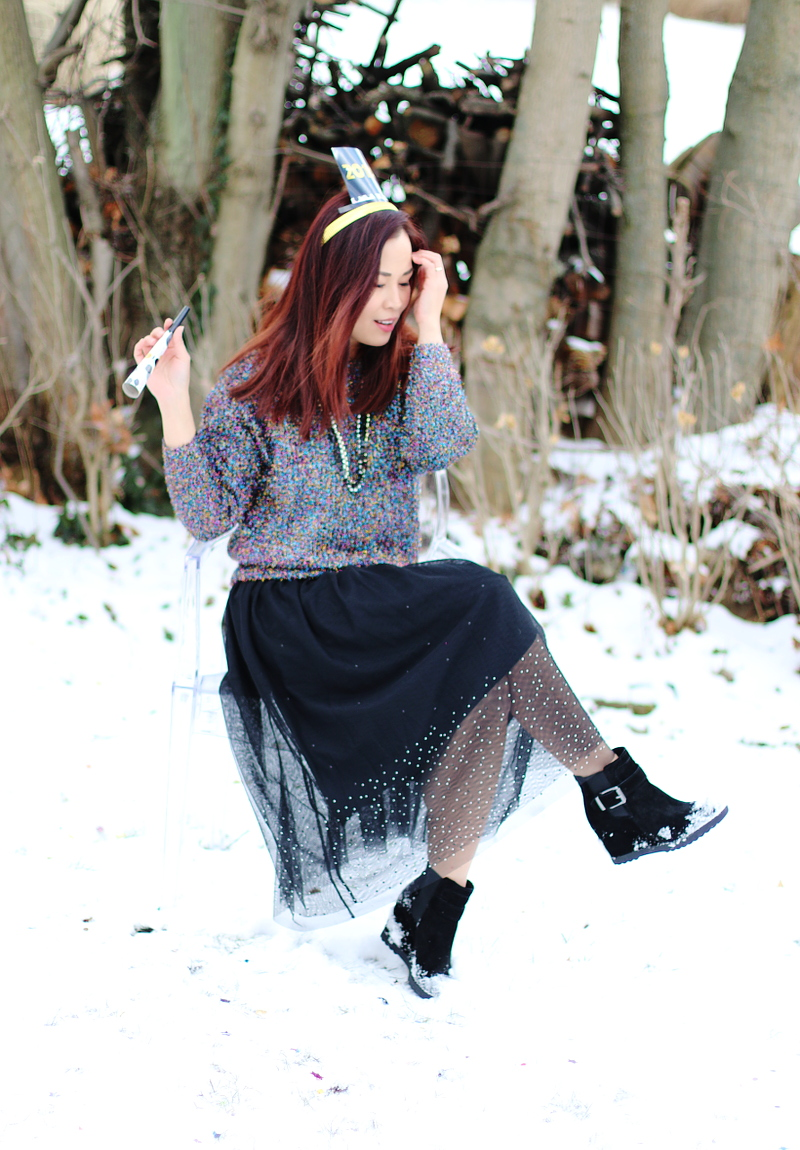 sequins-sparkly-sweater-tulle-skirt-wedge-boots-new-year-outfit-4
