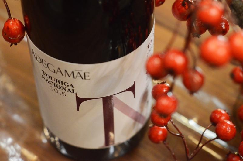 Bacalhau e vinho na Adega Mãe