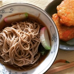 more soba than soup❤︎ ・ ・ ・ #年越しそば #ベジ天 #大阪 #toshikoshisoba #vegetable #tempura #kamaboko #蒲鉾 #osaka #japan