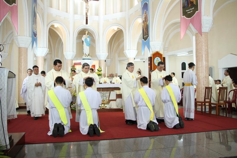Thánh Lễ Truyền Chức Linh Mục Giáo Phận Qui Nhơn - Ảnh minh hoạ 71