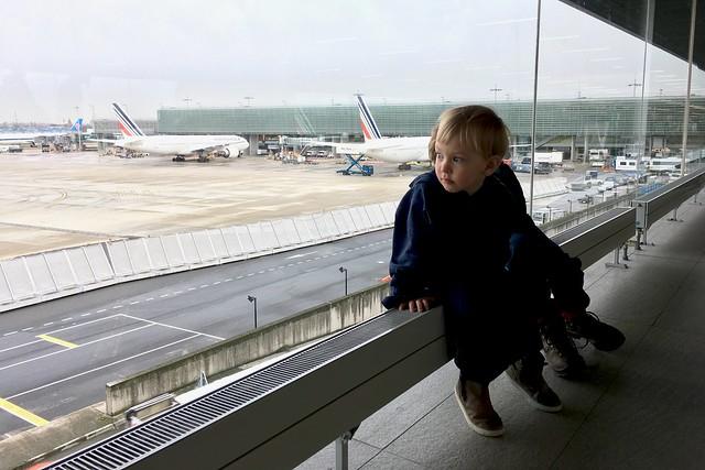 na letisku v Paríži