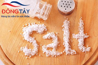 Người huyết áp cao hạn chế ăn muối để kiểm soát huyết áp tốt hơn