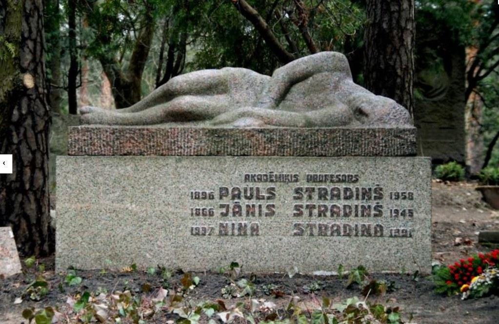 Sculpture du cimetière de Meža Kapi à Riga.