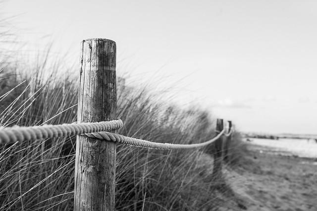 1.Beach fence.black and white, Pentax K100D, smc PENTAX-DA 18-55mm F3.5-5.6 AL