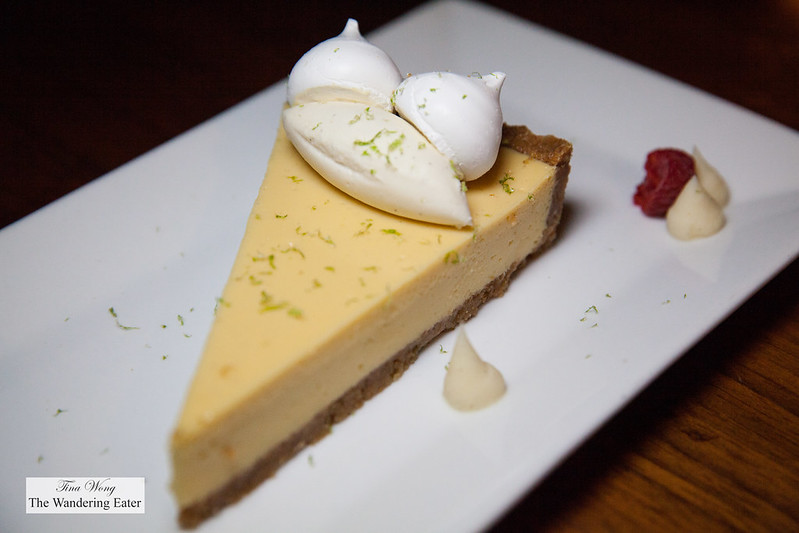 Key lime pie with meringues