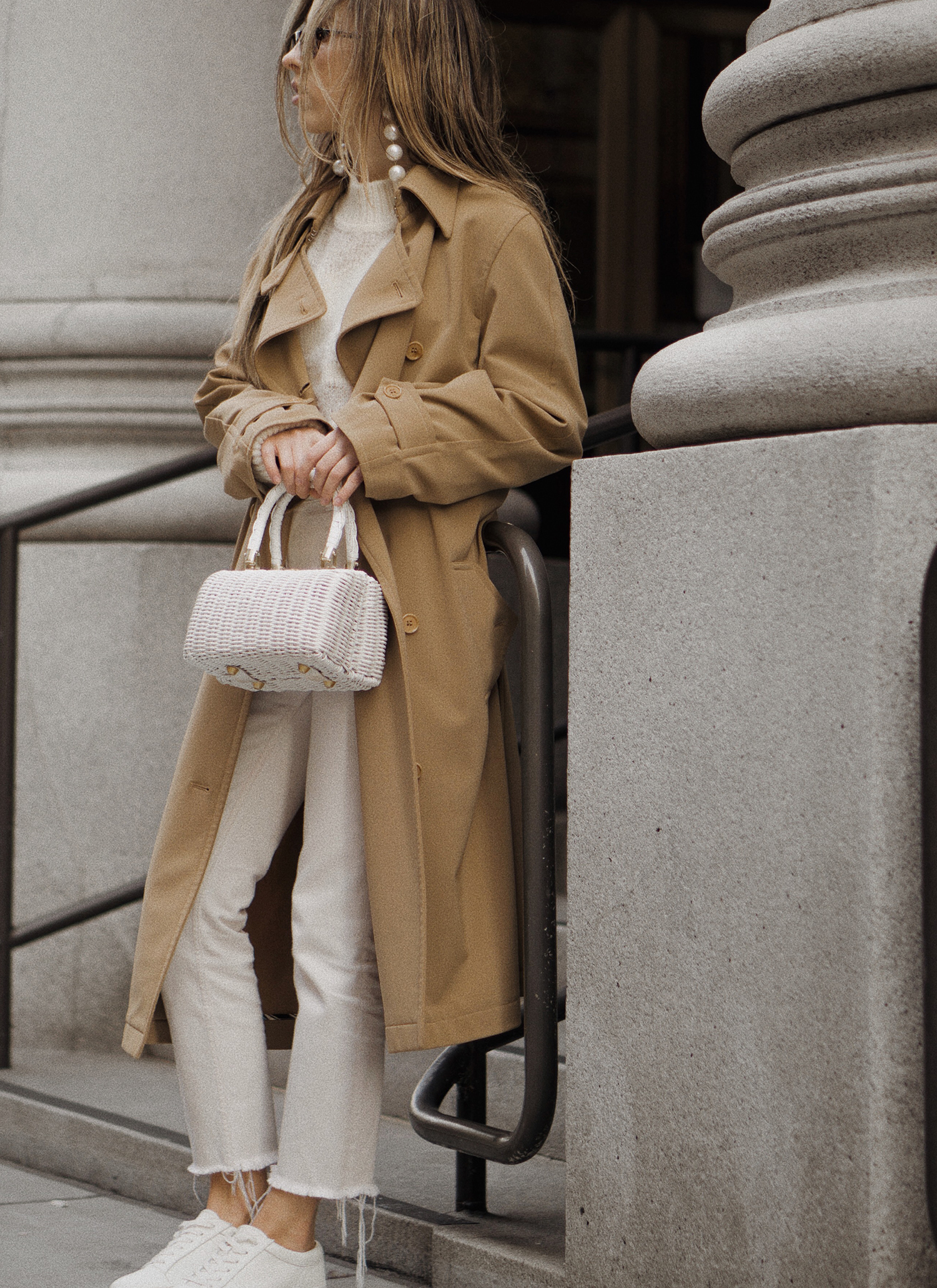 paulsmith_trenchcoat_vinceshoes_wicker_bag_white_outfit_freepeople_lenajuice_thewhiteocean_13