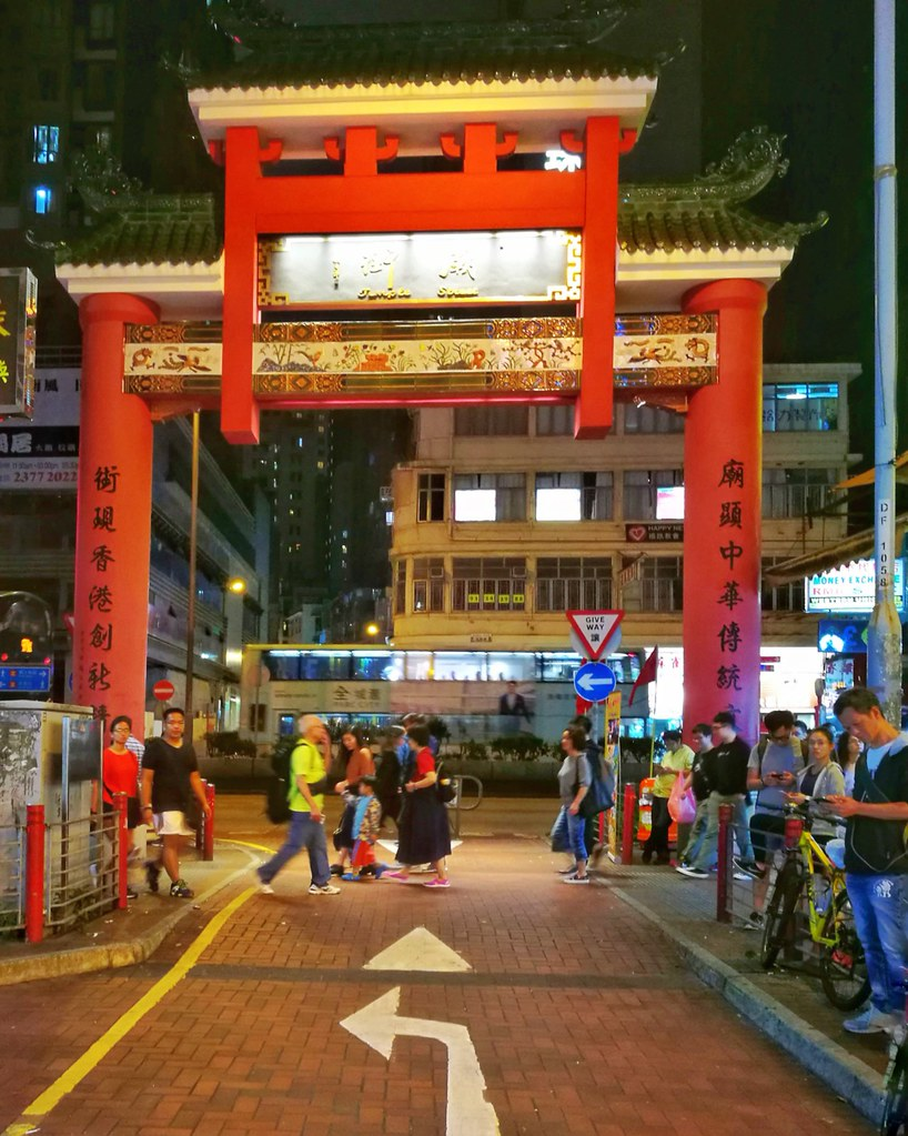 Hong Kong Temple market arch | www.wearejuanderers.com