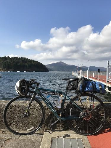 芦ノ湖。観光客が多かった