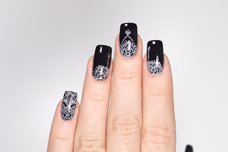 Nailart: Essie Black and White Boho