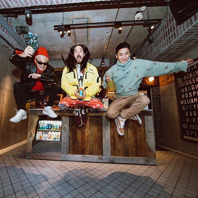 [Instagram] Steve Aoki (steveaoki) #aokijump #848. The Aoki x @seungriseyo x @verbal_ambush x @bluetreejapan Jump. #BlueTreeJapan Shibuya Tokyo December 14, 2017. 2017-12-15
