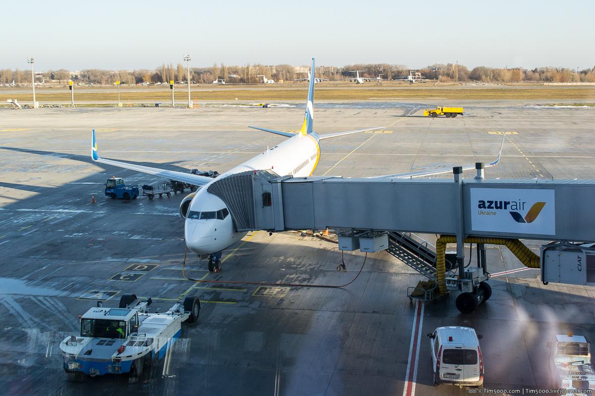 Boeing 737-900ER UR-AZB Azur Air Ukraine