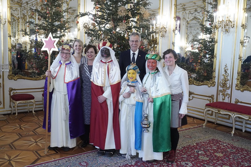 Sternsingergruppe aus Pfarre Lembach (Linz) bei Bundespräsident Van der Bellen