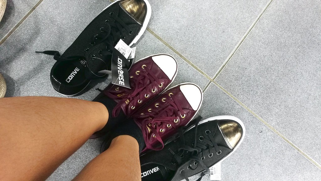 converse-chuck-taylors-sneakers-3