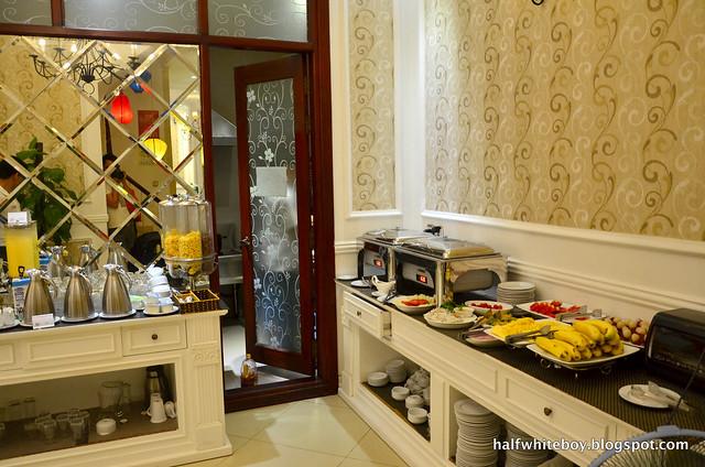 halfwhiteboy - la beaute de hanoi hotel vietnam 21