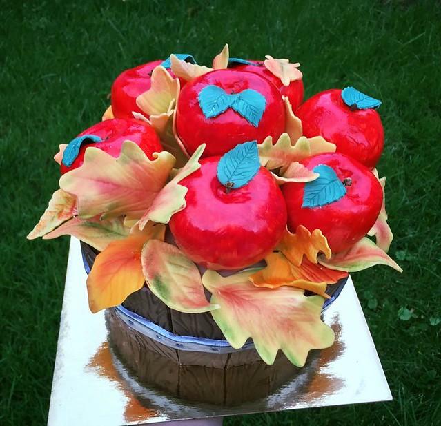 Apple Picking Basket Cake by Nancy Brisson of Gâteaux de Rêves