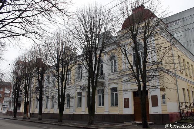 Бібліотека Хмельницького університету управління та права.