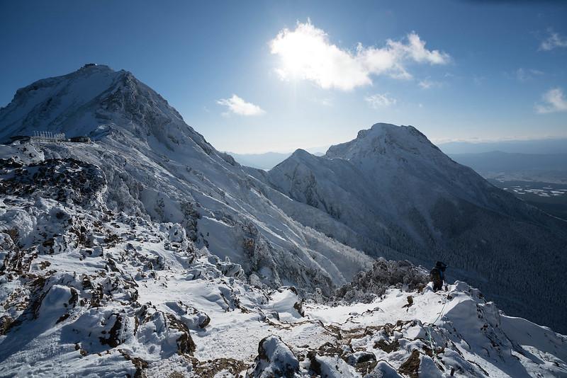 厳冬期の赤岳と阿弥陀岳