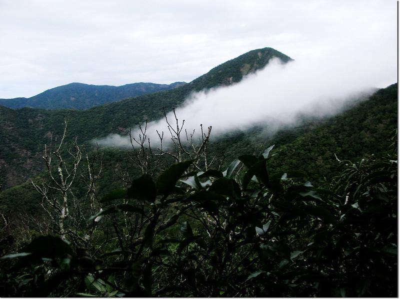 霧里乙山東北峰山頂北望南、北湖呂連稜 1