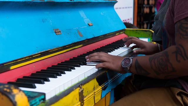 Buntes Klavier in Marktstätte