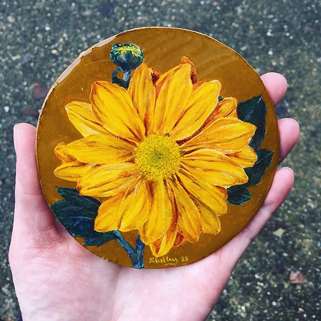 My first project with #artresin: coating this little flower painting Fleeta gave me to turn into a coaster. I didn't use enough art resin and it has a few bubbles. Perhaps I should invest in a small torch? 🔥