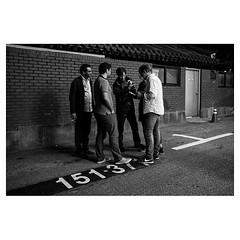 LFO gang, Seoul XPro2 . #xpro2 #fujixpro2 #fujifeed #fujifilm #fujilove #myfujilove #fujifilm_xseries #fujifilmusa #fujifilmnordic #fujifilmme #fujifilm_uk #twitter #geoffroyschied #gang #violinist #musicians #portrait #backstreet #behindthescenes #alley