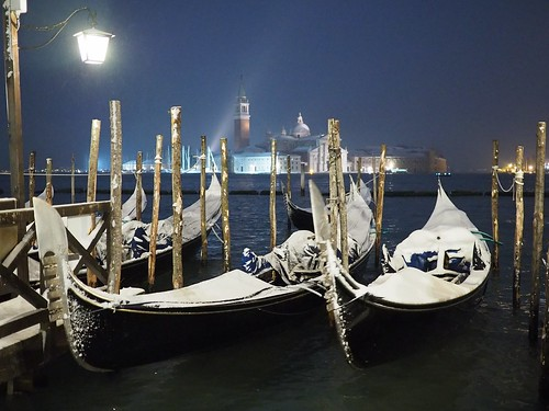 Venice at night under the snow ( no tripod)