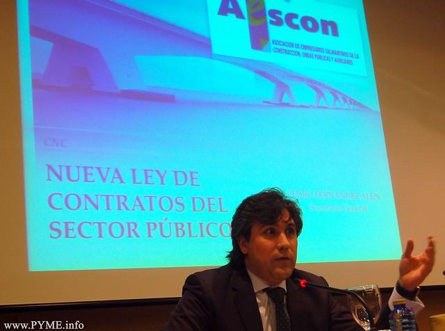 Pedro Fernández, secretario general de la Confederación Nacional de la Construcción (CNC) presenta la primera ponencia sobre la Ley 09/2017.
