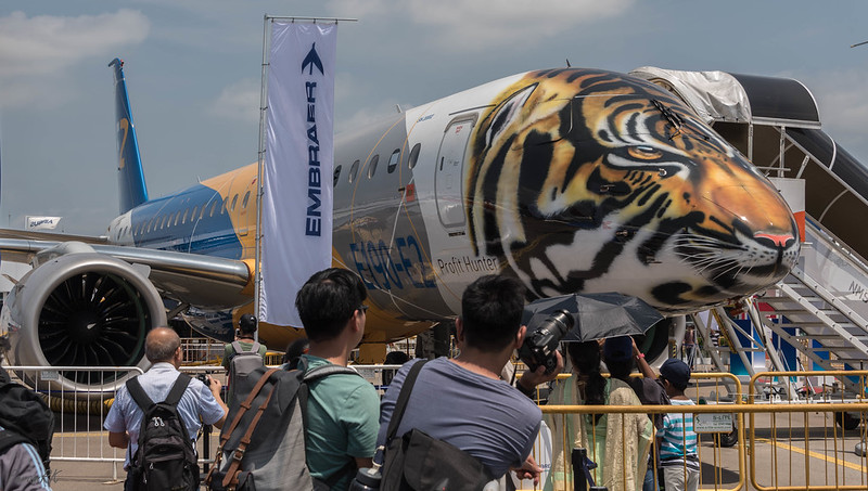 Embraer E190-E2 in tiger livery
