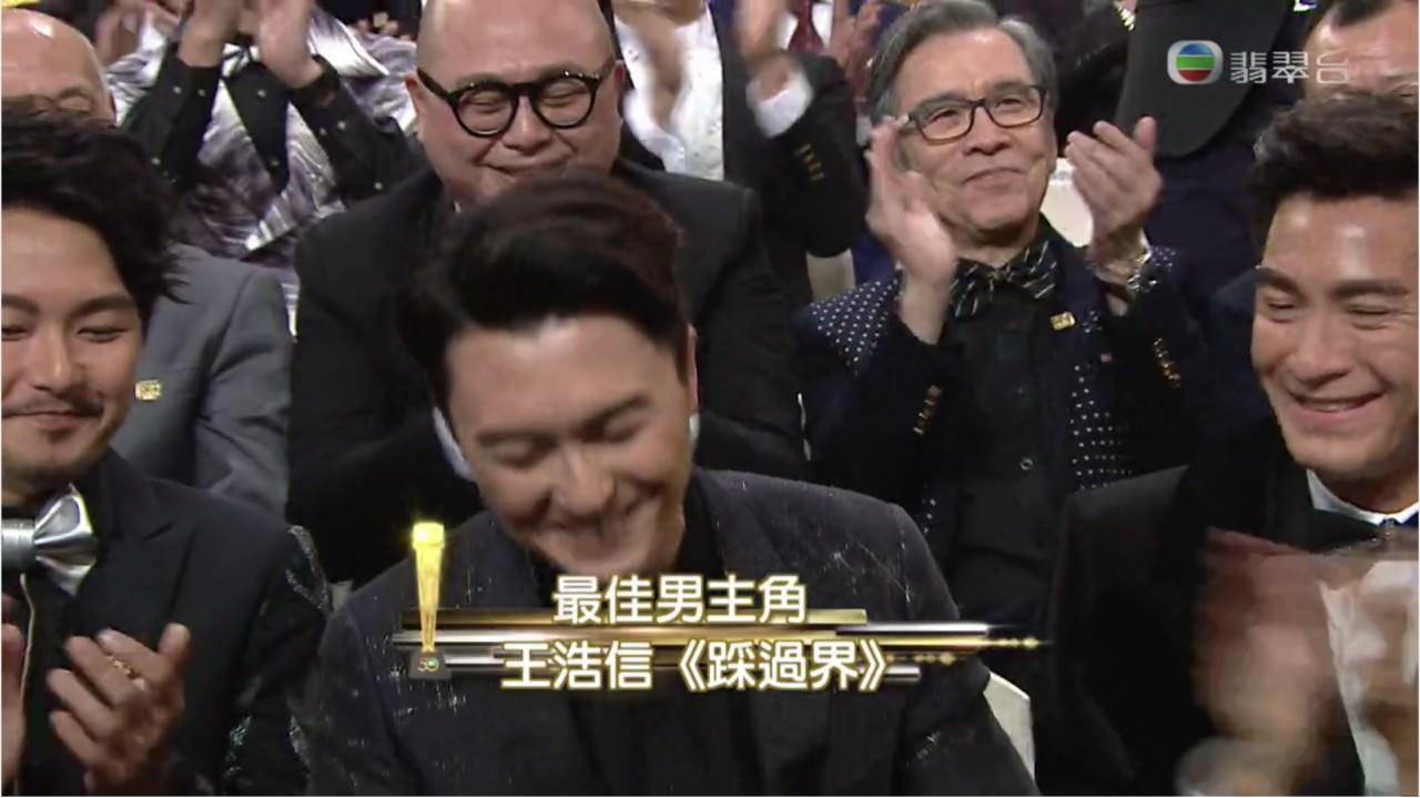 頒獎台上,得獎者從不把這許許過程中的辛酸一一道出,卻只以眼淚用激動無聲訴說。(電視擷圖)
