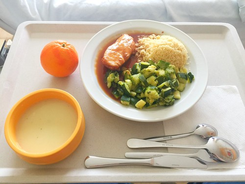 Kohlrabi cream soup + Poulard breast with zucchini vegetables & couscous / Kohlrabisuppe + Poulardenbrust mit Zucchinigemüse & CousCous
