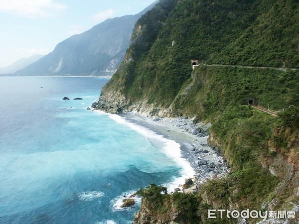 清水斷崖絕壁臨海面長達5公里非常壯觀林務局提供