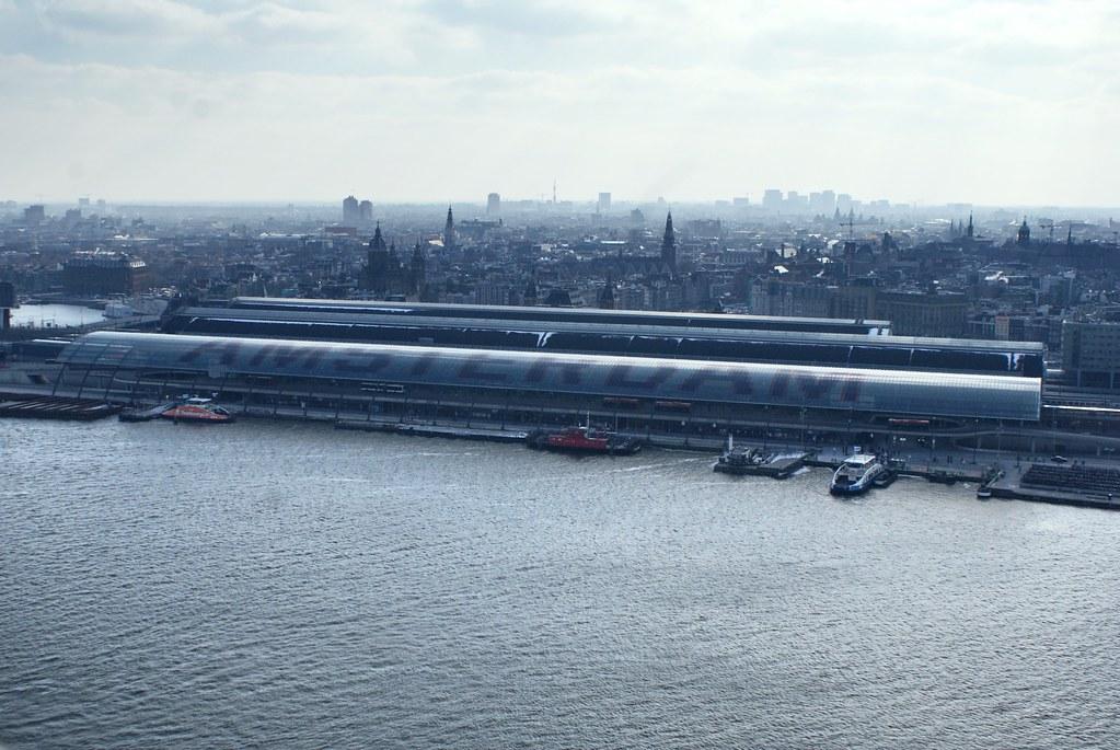 Vue sur le sud et la Vieille Ville depuis l'A'dam tower à Amsterdam.