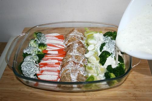 51 - Mit Gorgonzolasauce begießen / Drain gorgonzola sauce