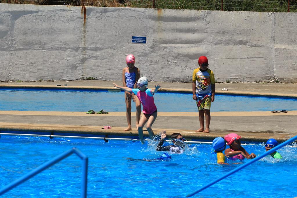 Socios del C.D.Huachipato siguen disfrutando de los cursos de natación