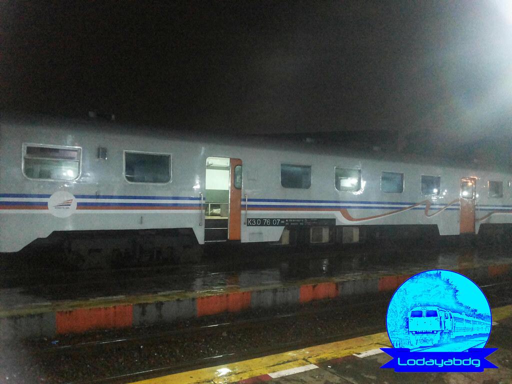 Murah Meriah Kereta Api Lokal Bandung Raya