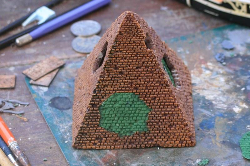 [Décors Aquarium] Une pyramide 24719654937_0f286fa1cb_c
