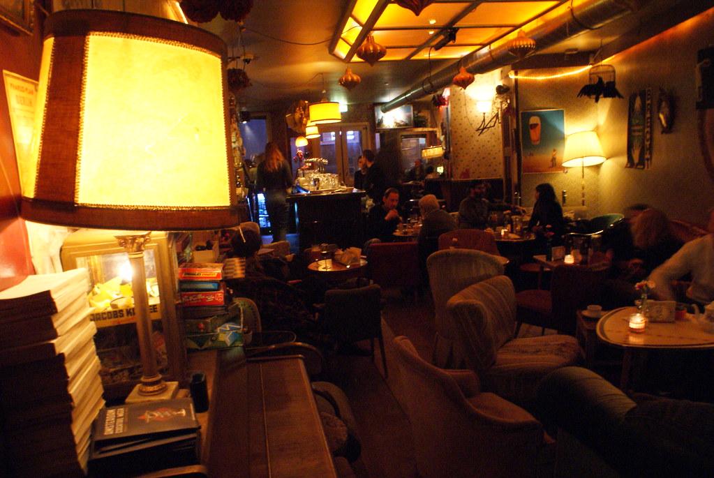 Intérieur du café Brechtr à Amsterdam entre la Vieille Ville et le Pijp.