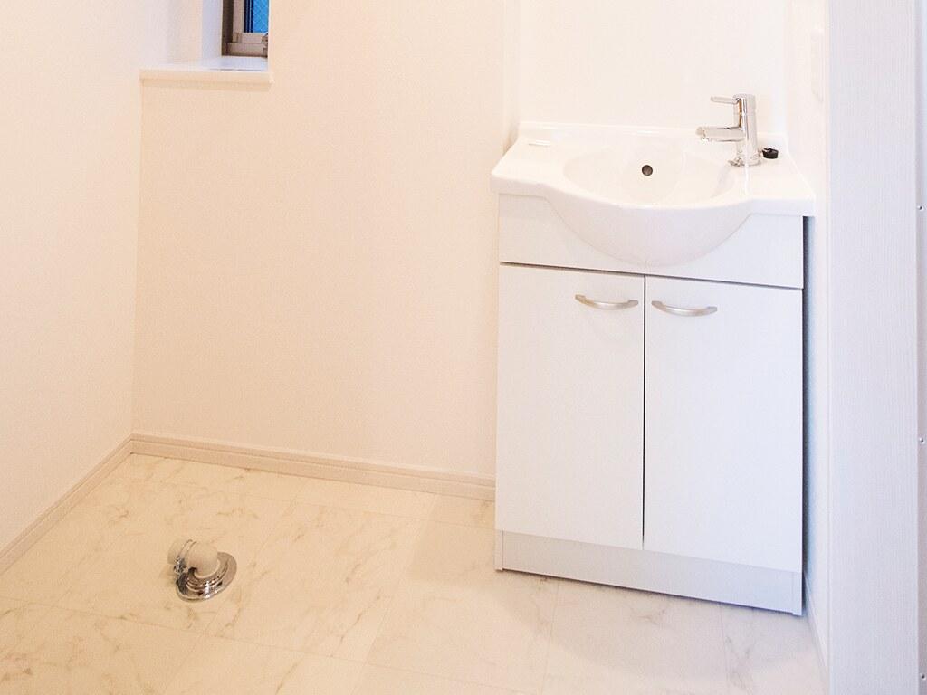 洗面台と洗濯機置き場