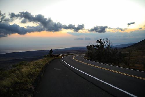hawaii hawaiivolcanoesnationalpark chainofcratersroad cape cliffs lavadelta hōleipali escarpment basalt flows sunset pacificocean coastalregion landscape cloudscape wyojones np