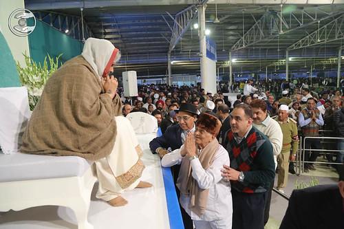 Family of Rev. Nirmal Ahuja Ji seeking blessings