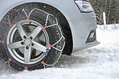 Sněhové řetězy s sebou. V Rakousku, Švýcarsku a Itálii bez nich hrozí vysoké pokuty