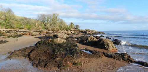 rosemarkie bay rocks coast black isle scotland low view waves water watch trees clouds pleasant day walk enjoy explore allanmaciver