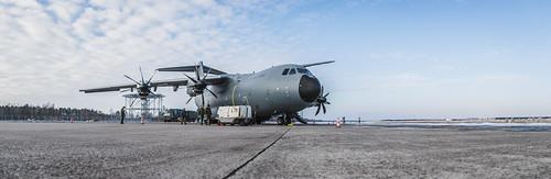 """Rīgas lidostā ierodas Spānijas bruņoto spēku  lidmašīna Airbus A400 """"Atlas"""""""
