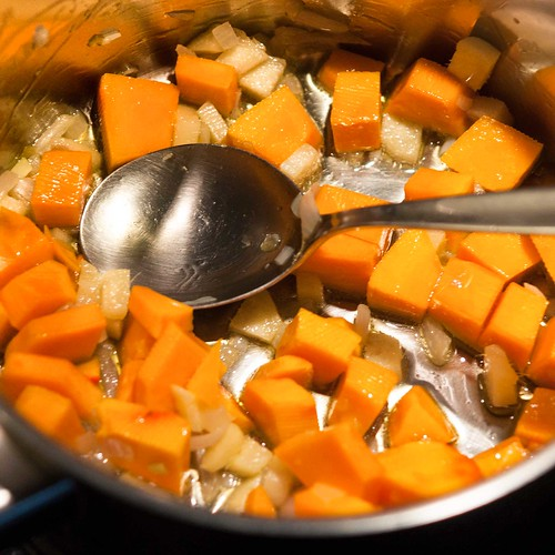 Tortellini mit Ingwer-Karotten-Sauce Tortellini mit Ingwer-Karotten-Sauce 2018 01 21_1334